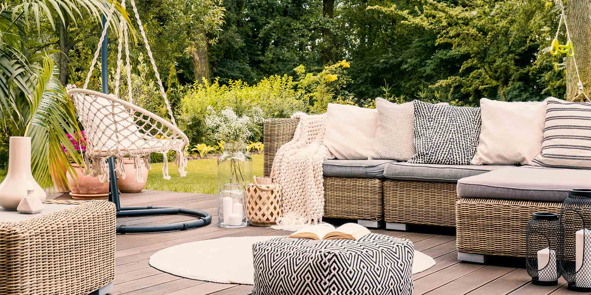 Gartenmöbel auf Terrasse