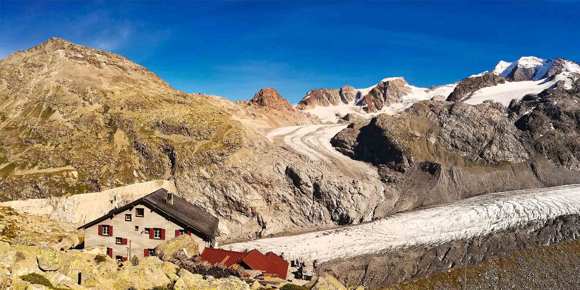 Die SAC-Hütte «Chamanna da Boval CAS» liegt direkt am Morteratschgletscher.